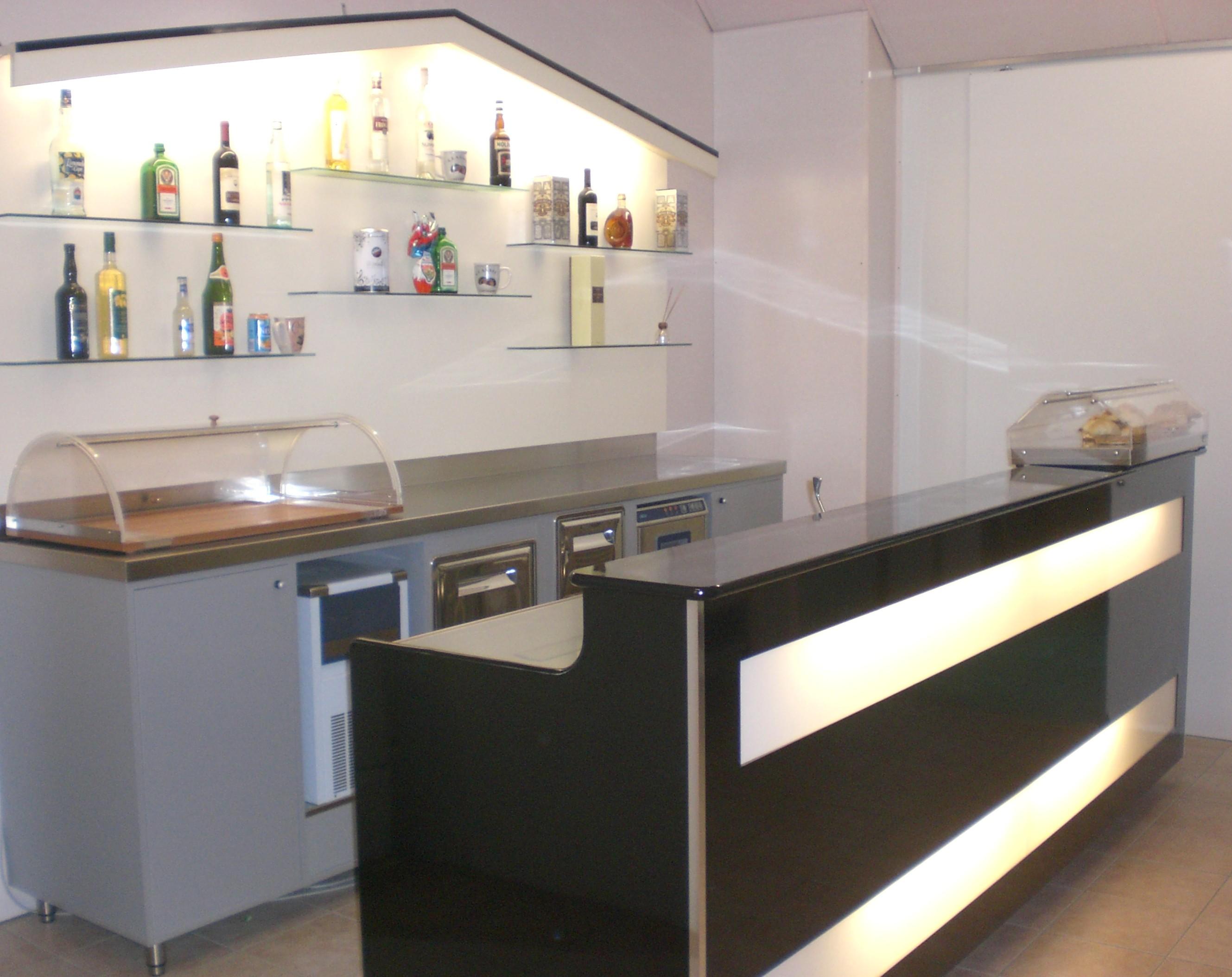 Bancone bar dimensioni trattamento marmo cucina for Banconi bar usati roma