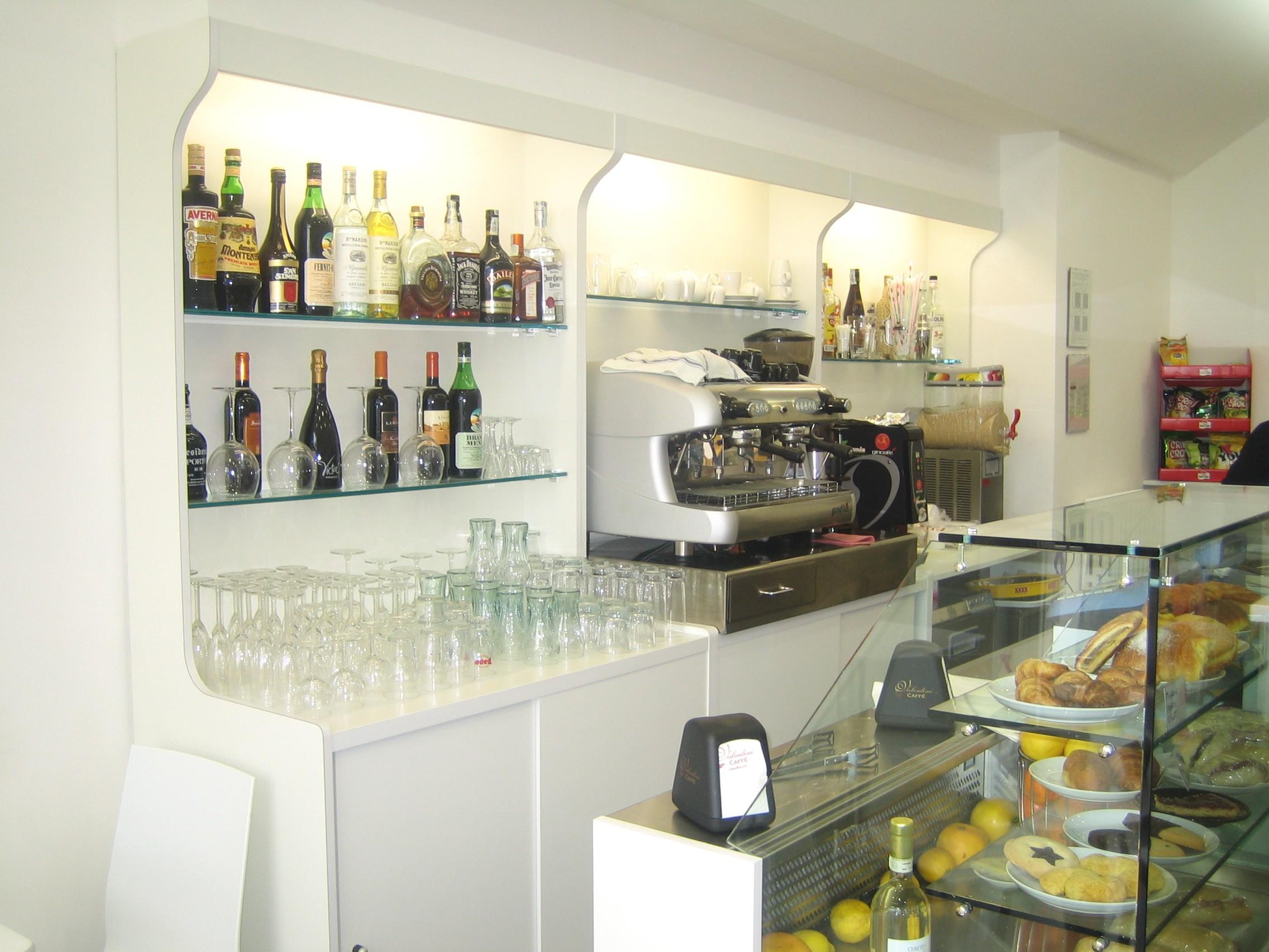 Arredo bar economico arredo bar bolzano arredo bar for Ikea arredo bar