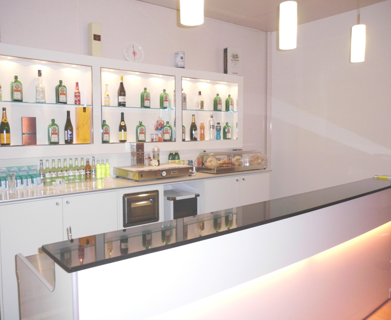 Banchi bar compra in fabbrica prezzi banchi bar for Arredi bar usati