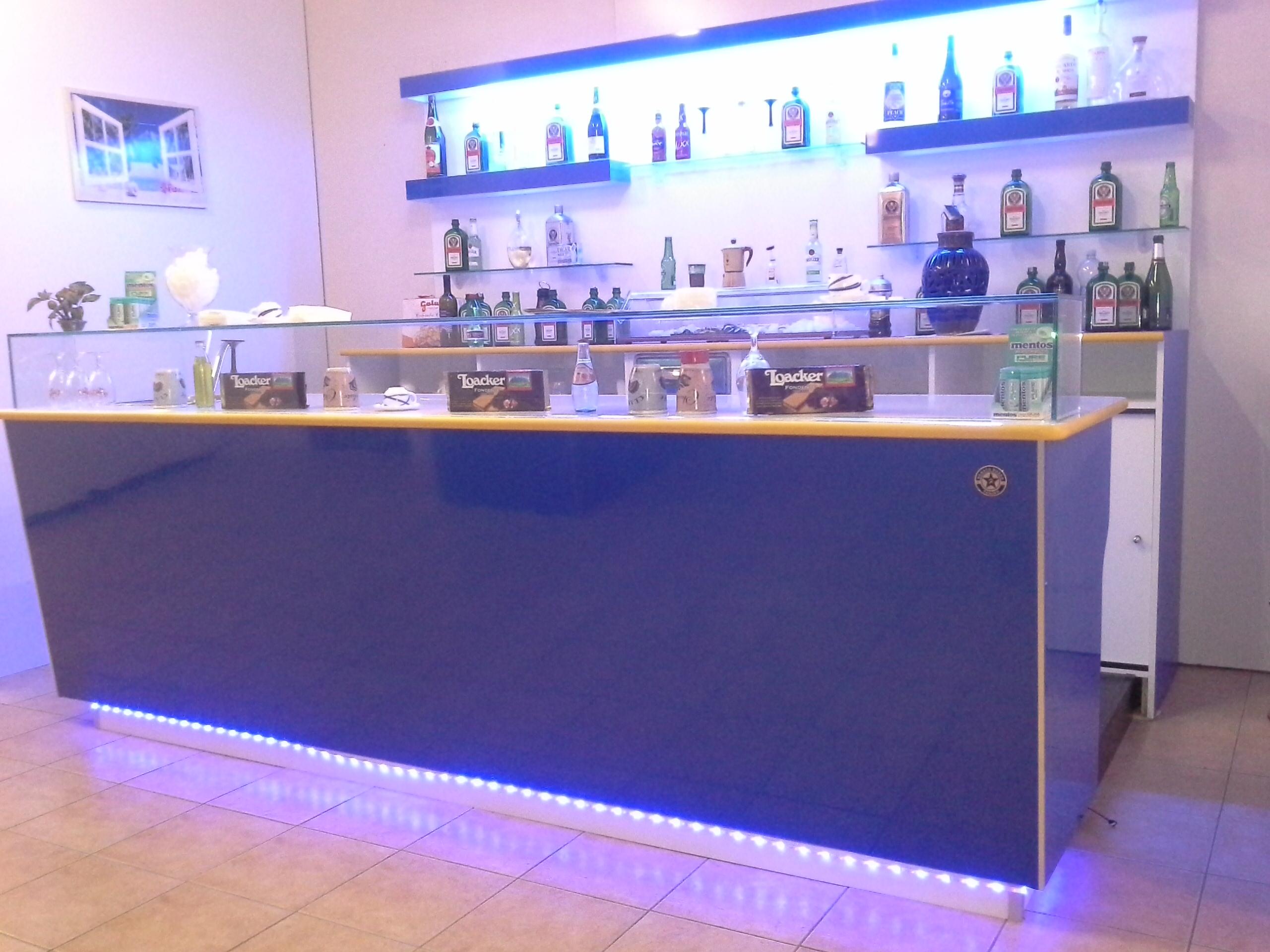 Prezzi arredamenti bar amazing arredamento esterno bar for Banchi bar e arredamenti completi